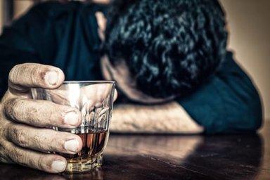 mans asks himself am i an alcoholic
